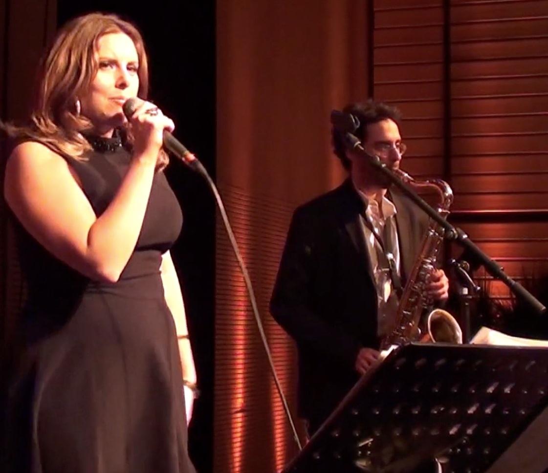 Chanteuse de jazz, soirée de gala, animation ambiance et soirée orchestre cité internationale de Lyon