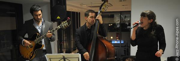 Chanteuse jazz à Lyon Confluence, en trio dans un restaurant, musique d'ambiance pour soirées privées et mariage