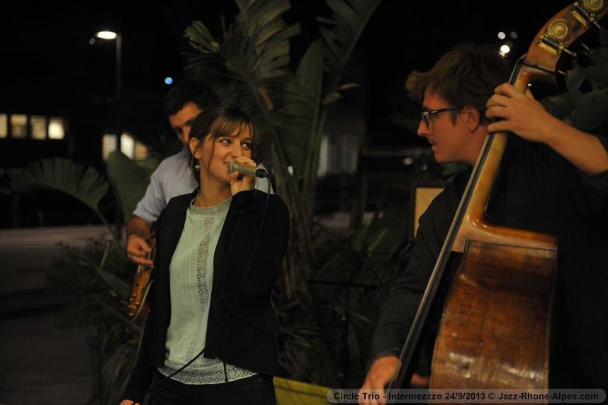 Chanteuse jazz à Lyon Confluence, en trio, musique d'ambiance pour soirées privées et mariage