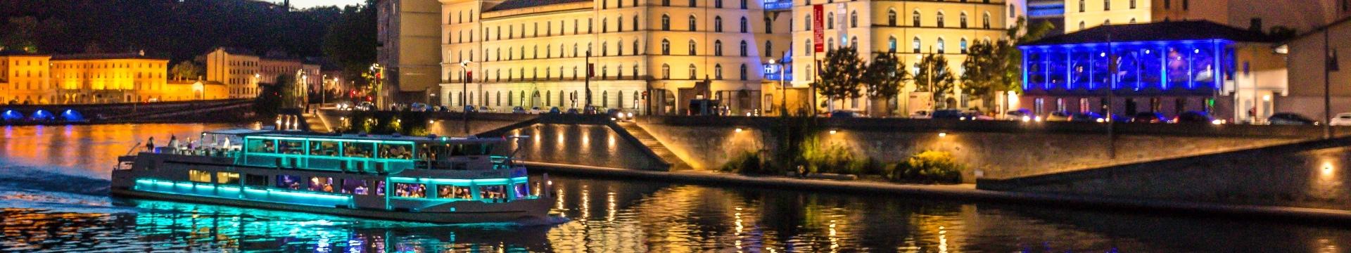 Bateaux Lyonnais, dîner croisière nocturne sur la Saône