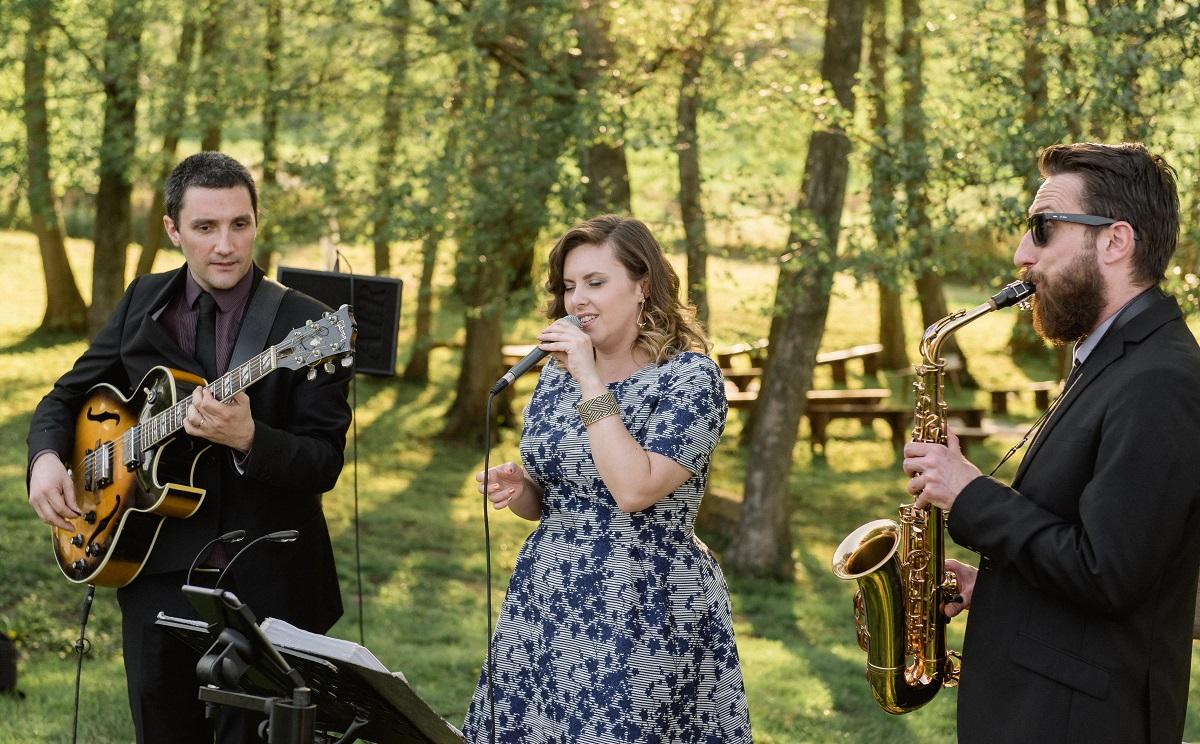 Trio jazz avec chanteuse, saxophoniste et guitariste, une ambiance jazz intimiste pour votre événement