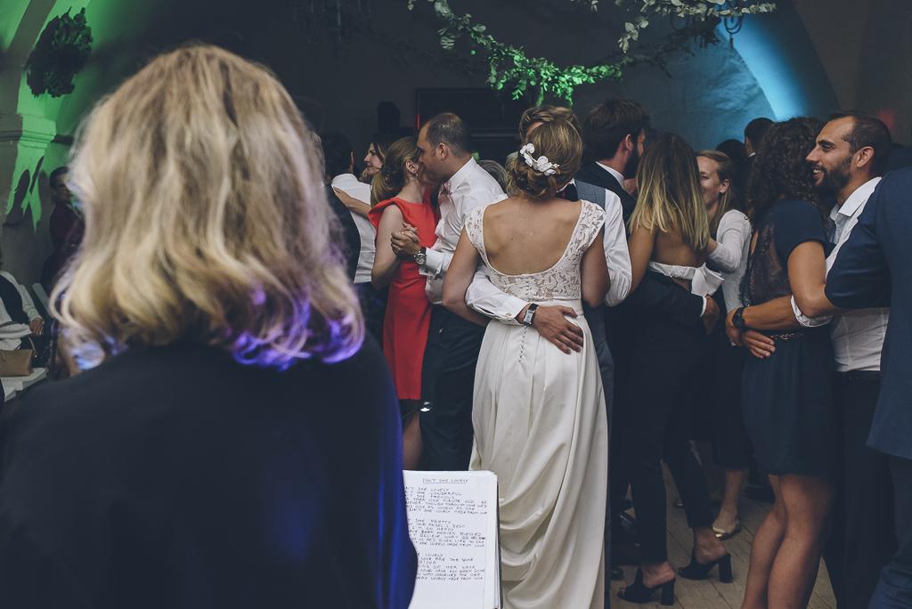 vue sur le dancefloor du mariage depuis la scène, orchestre pour mariages